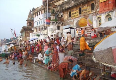 ベナレスのガンガー:世界的にも有名な沐浴
