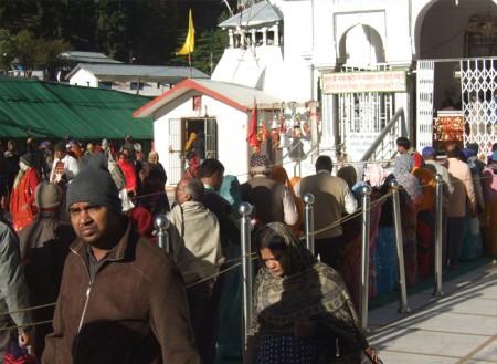 ガンゴート寺院早朝のお詣り