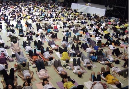 ヨーガ療法学会総会in沖縄にて 早朝ヨーガの指導